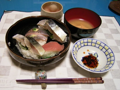 R0028808鯖寿司、にぎり寿司、お味噌汁_400.jpg