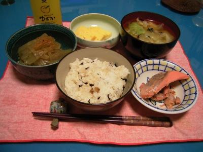 R0028881塩鮭、蜆ご飯、おきゅうと、卵焼き、キャベツと麩のお味噌汁_400.jpg