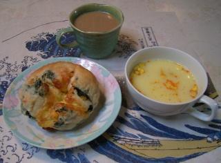 R0029434パンとスープとコーヒーのランチ_320.jpg