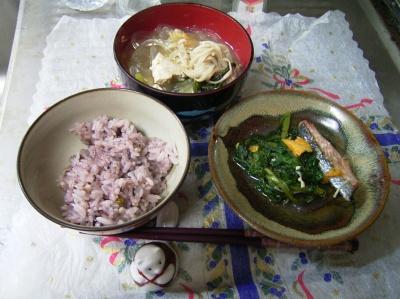 R0029630夜-寄せ鍋変身、鮭と春菊、五穀米ご飯_400.jpg