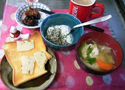 R0029654朝-チーズトースト、ジャコヨーグルト、卵スープ_400.jpg