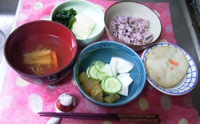 R0029656夜-湯豆腐、エソ薩摩揚げ、五穀米ご飯、キュウリと蕪のサラダ_400.jpg
