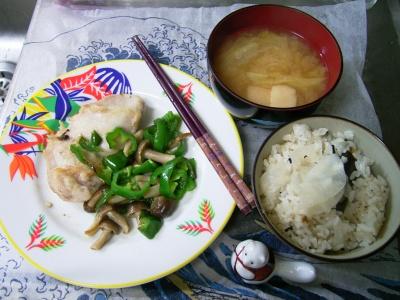 R0029749夜-チキンソテー、大根飯、白菜と麩のお味噌汁_400.jpg