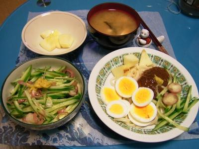 R0029804夜-じゃじゃ麺、菊花とキュウリと茗荷サラダ、豆腐味噌汁、リンゴ_400.jpg
