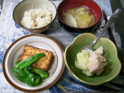 R0029809夜-焼き厚揚げとピーマン、蒸し鶏マッシュポテト添え、キャベツのスープ、蜆ご飯_400.jpg