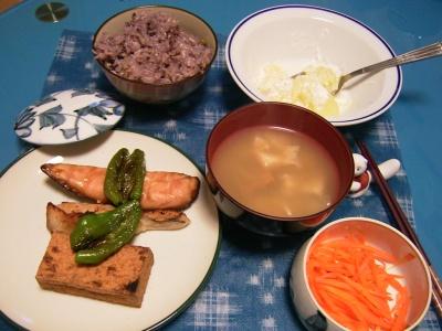 R0029956夜-ささみと厚揚げとピーマン焼き、人参きんぴら、味噌汁、五穀米ご飯、グレープフルーツヨーグルト_400.jpg