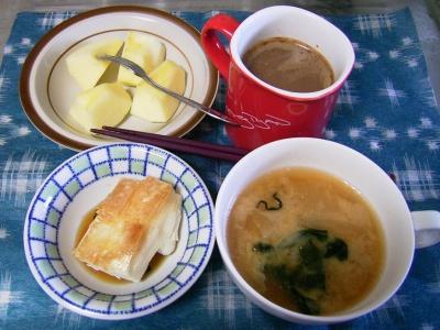 R0030026醤油餅、ワカメ味噌汁、リンゴ、ミロ&紅茶_400.jpg
