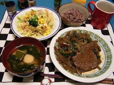 R0030050夜-牛ステーキ、コンニャク添え、コーンサラダ、若布の味噌汁、五穀米ご飯_400.jpg