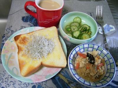 R0030082昼-ジャコトースト、豆腐の中華風、キュウリの酢の物、カフェオレ_400.jpg