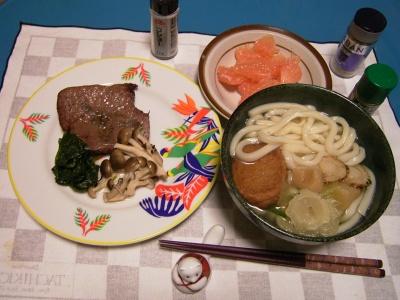 R0030105夜-牛網焼き、シメジとほうれん草添え、薩摩揚げとホタテ青梗菜のうどん、グレープフルーツ_400.jpg