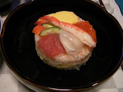 R0030118夜-ひな祭りケーキ寿司_400.jpg
