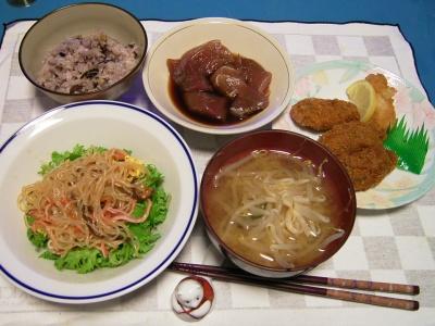 R0030120夜-マグロ漬け、中華サラダ、もやしの味噌汁、牡蠣フライ、五穀米ご飯_400.jpg