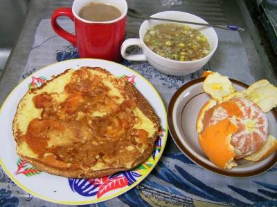 R0030263昼-チーズホットケーキ、エスニックスープ、オレンジ_400.jpg