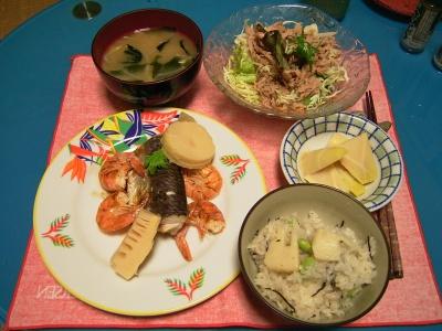 R0030592夜-飛び魚と海老焼き筍添え、茹で筍、筍ごはん、筍の旨煮、もやしの味噌汁、ツナ野菜サラダ_400.jpg
