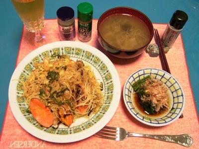 R0030743夜-海老玉ビーフン、ほうれん草のおひたし、お味噌汁_400.jpg