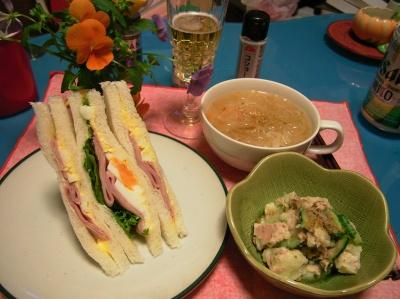 R0030753夜-ミックスサンド、ポテトツナキュウリサラダ、野菜スープ_400.jpg