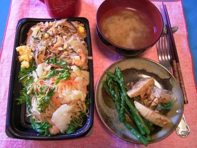 R0030767夕方-タイ焼きそば、アスパラガスと筍、お味噌汁_400.jpg