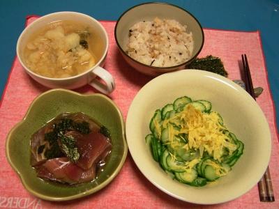 R0030838夜-マグロ漬け、キュウリ干し菊あえ、野菜スープ、かやくごはん_400.jpg