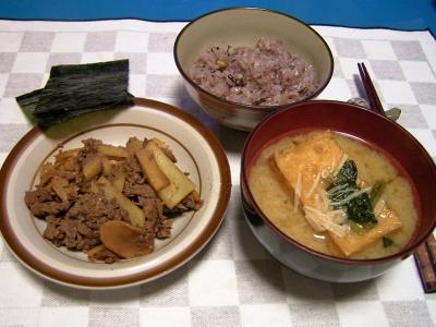 R0031154夜-牛肉とジャガイモ炒め、厚揚げ味噌汁、五穀米ご飯、海苔_400.jpg