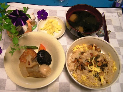R0031762夜-ウナギちらし、お煮染め、麩と若布のお吸い物_400.jpg