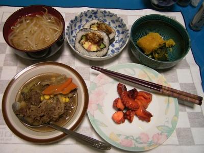 R0031979夜タコのオードブル、牛肉炒め煮、もやしの味噌汁、カボチャ煮、穴子の巻き寿司_400.jpg