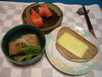 R0032004夜-厚揚げ小松菜エノキ炊き合わせ、チーズトースト、トマト_400.jpg