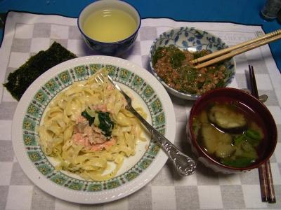 R0032292夜-サーモンパスタ、ナスの味噌汁、めかぶ納豆、海苔_400.jpg
