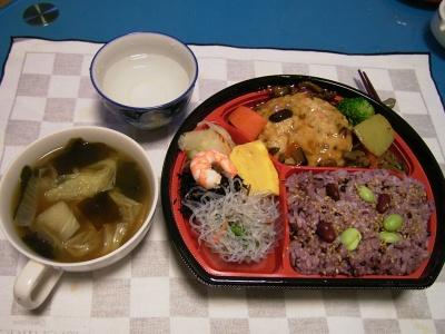 R0032718夜-「美濃吉」弁当、白菜のお吸い物_400.jpg