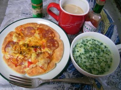 R0032730昼-ピザ、ほうれん草スープ、カフェオレ_400.jpg