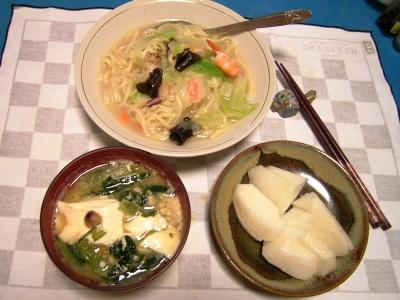 R0032871夜-チャンポン_豆腐と小松菜の味噌汁、梨_400.jpg