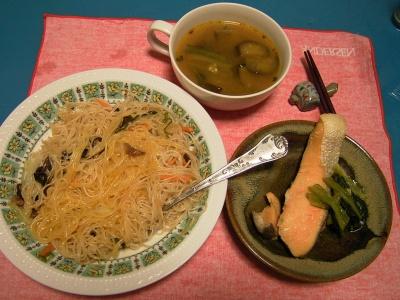 R0032907夜-ビーフン、鮭蒸し焼き、野菜エスニックスープ_400.jpg