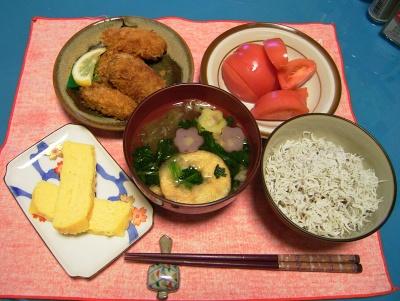 R0032934夜-ジャコご飯、花麩お吸い物、牡蠣フライ、だし卵焼き、トマト_400.jpg