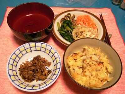 R0033075夜-秋刀魚ご飯、マグロ佃煮、ナムル、おすまし汁_400.jpg
