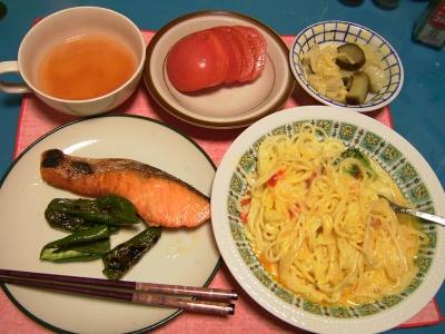 R0033084夜-カルボナーラスパゲティ、鮭とピーマン焼き、トマト、温野菜、スープ_400.jpg