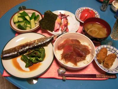 R0033089夜-づけ丼海苔、秋刀魚とピーマン、牡蠣フライ、ボイルイカ、きゅうり、野菜スープトマト_400.jpg