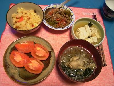 R0033247夜-きのことシラタキスープ、かやくご飯、ラタトォーユのそぼろかけ、湯豆腐、トマト.jpg