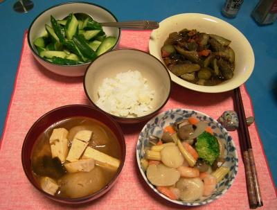 R0033249夜-八宝菜、豆腐のスープ、きゅうりとピーマンいため、きゅうりサラダ_400.jpg