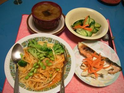 R0033400夜-枝豆スパゲティ、鮭とエリンギ焼き、きゅうり酢の物、白菜スープ_400.jpg