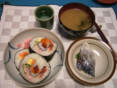 R0033420夜-海鮮まき寿司、しめ鯖、お味噌汁_400.jpg