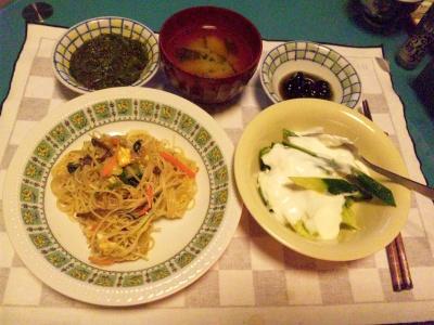 SBSH0116夜-ビーフン、きゅうりヨーグルト、味噌汁、黒豆、めかぶ_400.jpg
