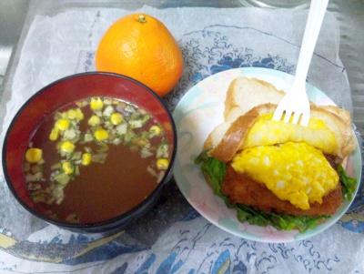 SBSH0114昼-エッグサンド、エスニックスープ、いよかん_400.jpg