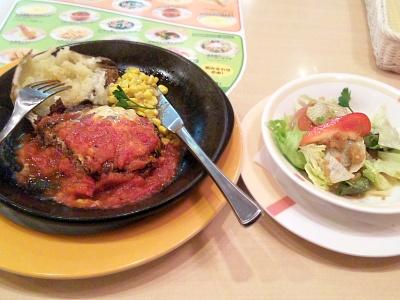 SBSH0145夜-ジョナサンのハンバーグトマトチーズソース、野菜サラダ_400.jpg