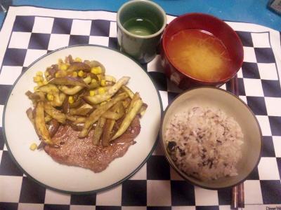 SBSH0133夜-ステーキとなす炒め、雑穀ご飯、お味噌汁_400.jpg