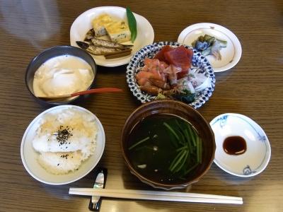 RIMG0127昼-ホタルイカ他刺身、湯葉豆腐、お吸い物、前菜、おこげ_400.jpg