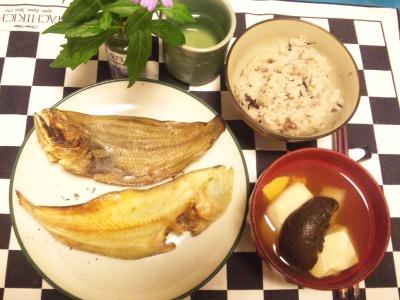 SBSH0216夜-網ガレイ、椎茸と豆腐のお吸い物、16穀米ご飯_400.jpg