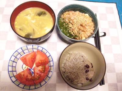 SBSH0212_0620_夜-お赤飯にジャコ、メカブ奴、落とし卵味噌汁、トマト_400.jpg