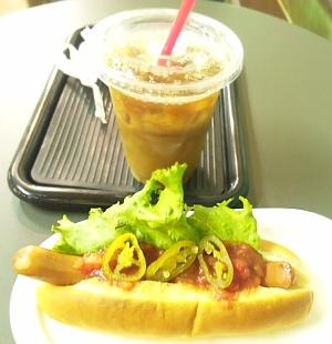 SBSH0216_0901日比谷駅外食-サルサドッグとコーヒー_400.jpg