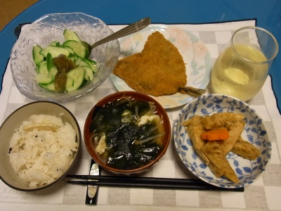 RIMG0240_0904夜-鯵フライ、筍煮物、わかめ味噌汁、きゅうりの梅和え、かやくご飯_400.jpg