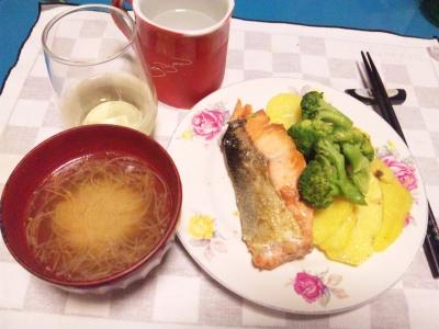 SBSH0213_1010夜-鮭とジャガイモ、ブロッコリーのソテー、野菜スープ_400.jpg