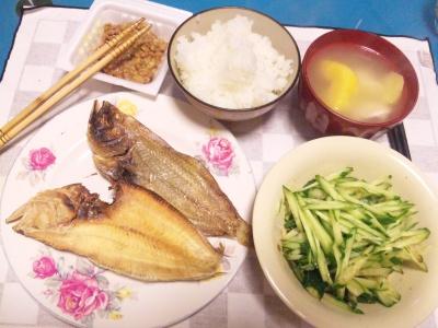 SBSH0206_1031夜-干しカレイ、キュウリサラダ、納豆、新米ご飯、スープ_400.jpg